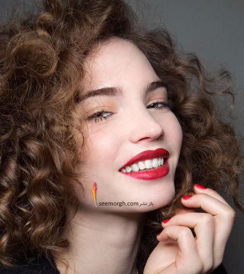 آرایش لب با رژ لب قرمز متناسب با پوست سفید روشن برای پاییز 2016