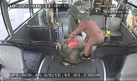 حضور پرسنل بیمارستان برای زایمان زن باردار در اتوبوس