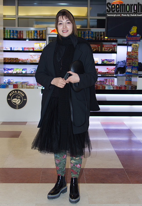 مدل مانتو روشنک گرامی در افتتاحیه جشنواره فجر 35