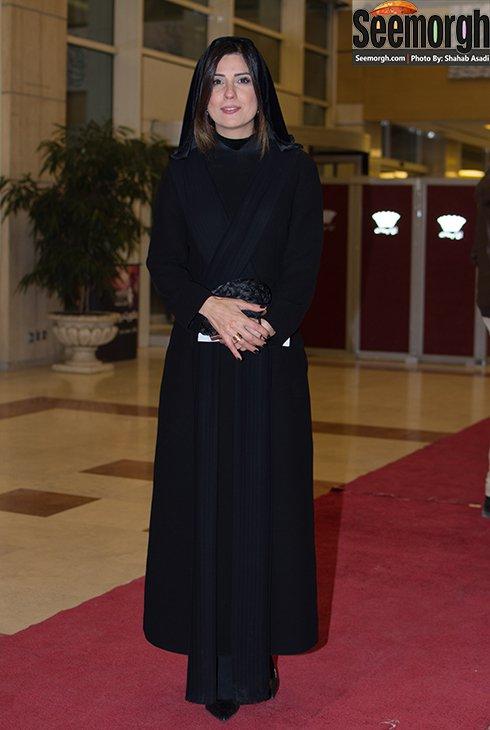 مدل مانتو سارا بهرامی در افتتاحیه جشنواره فجر 35