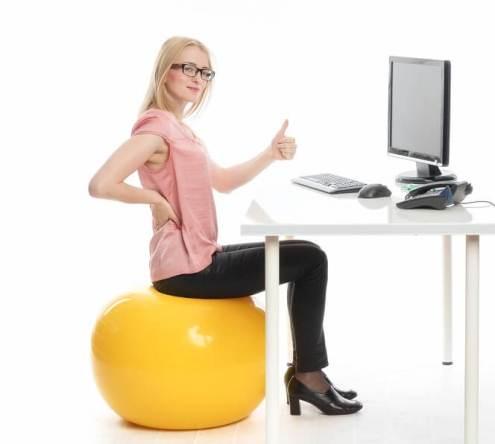 استفاده از توپ سوییسی  برای تقویت ماهیچه های واژن