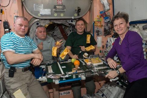 میزغذا در فضا