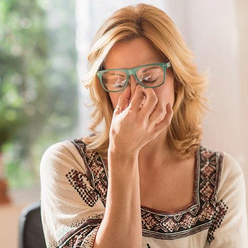 1. علایم استرس: سردرد آخر هفته