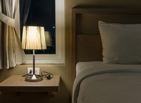 9. برای کاهش وزن هنگام خواب همه نورها را خاموش کنید
