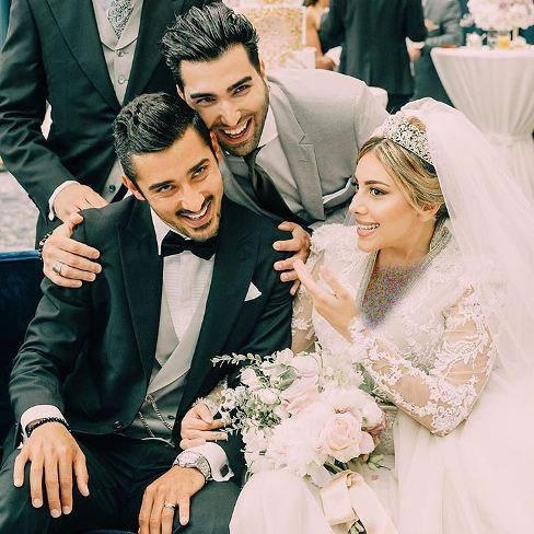 چهره خندان حسین تهی در کنار قوچان نژاد و همسرش