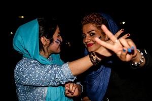 شادی دختران و پسران اهوازی در خیابان + تصاویر