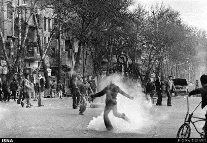 عکسی از کاوه گلستان در روزهای انقلاب